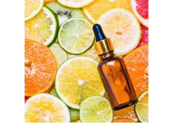 Vitaminas C – puikus ingredientas pavargusiai, spindesio netekusiai ir išsausėjusiai odai