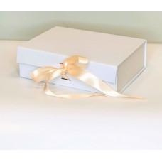 Magnetinė dovanų dėžutė su kaspinu (Balta XS)
