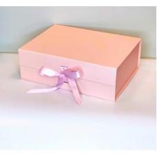 Magnetinė dovanų dėžutė su kaspinu (Rausva M 28x21x9cm)